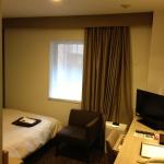 ホテル向けの薄手のハンガーと厚手のハンガー